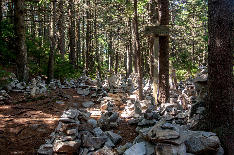 A massive cairn garden & sign clearly marks the spur trail to White Rocks Cliffs.