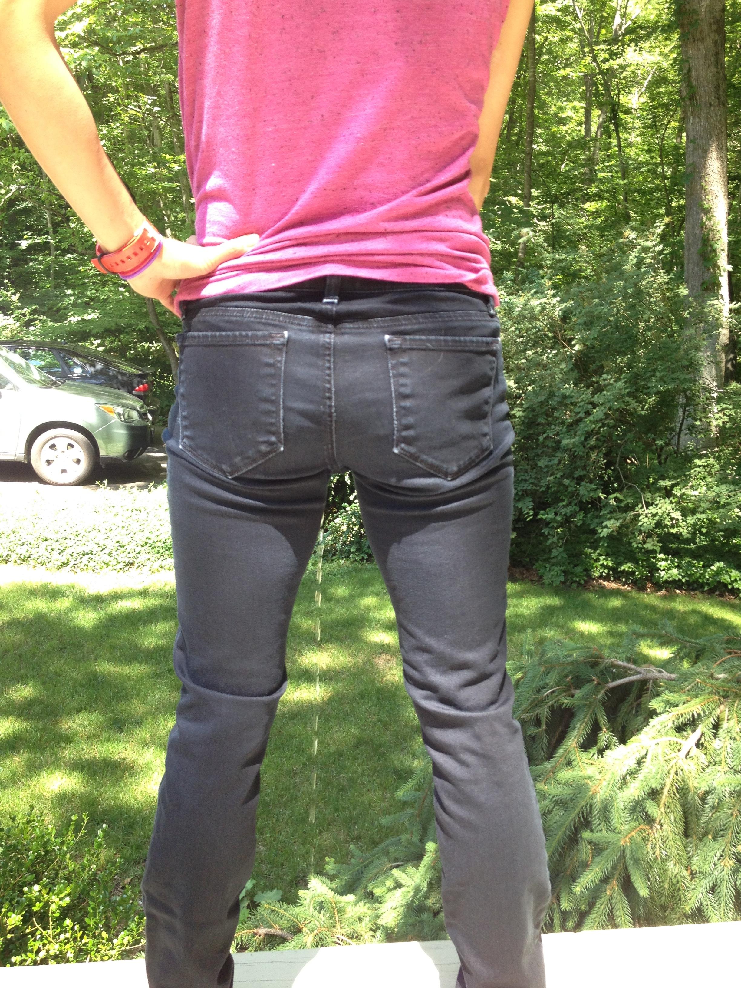 girls piss in pants