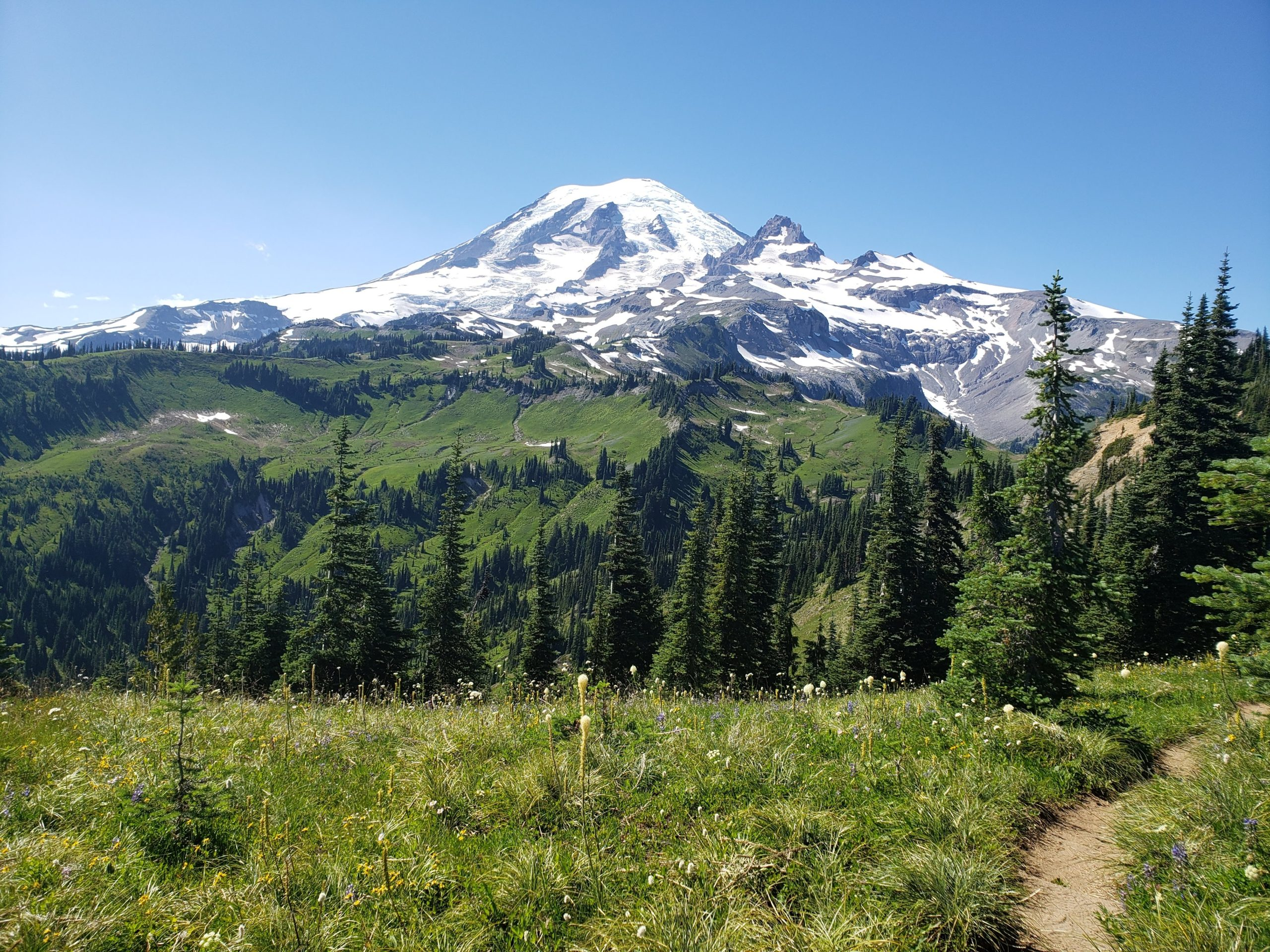 volcano loop hikes in the pacific northwest