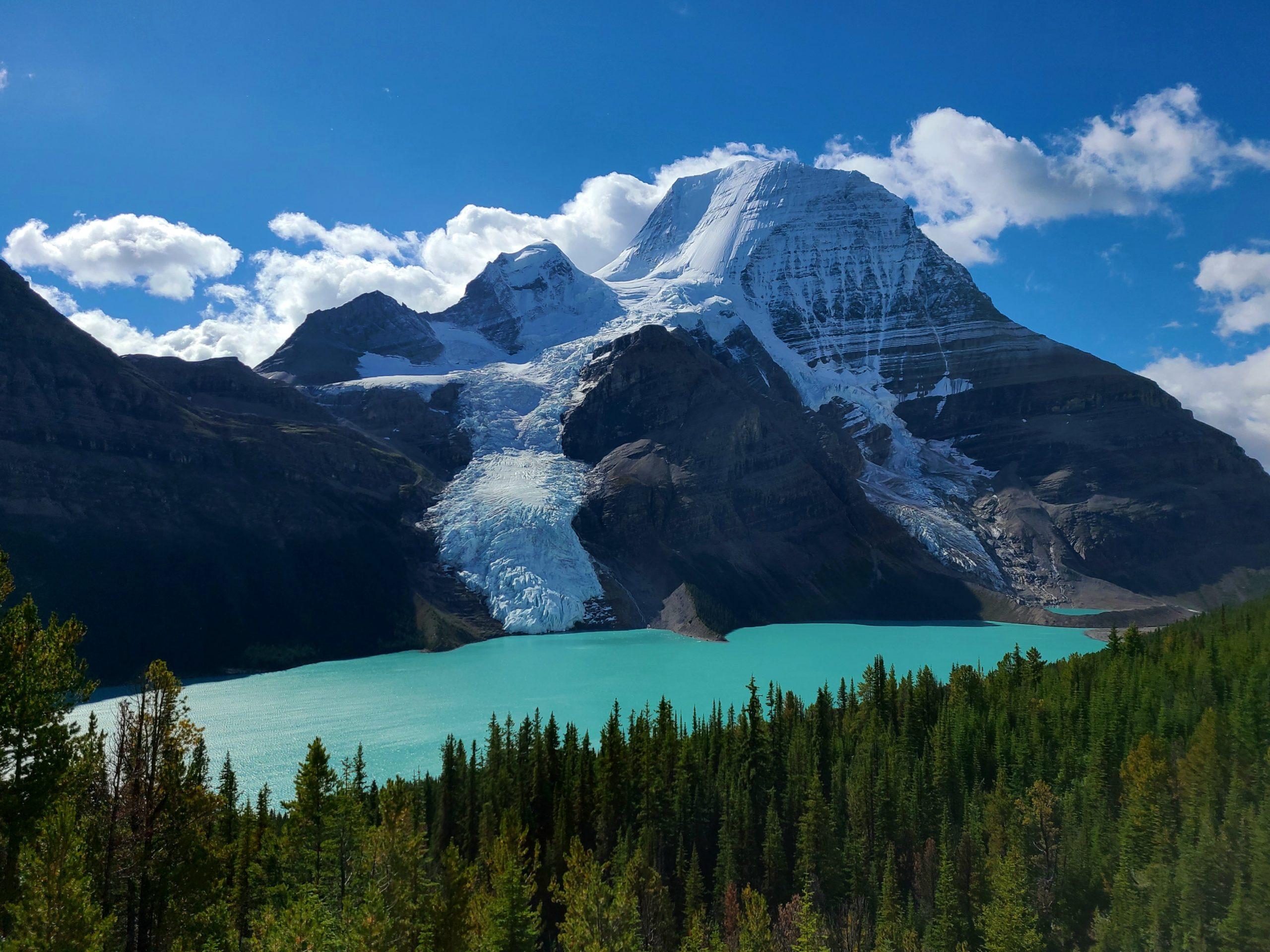 alt=Berg Lake and Mount Robson